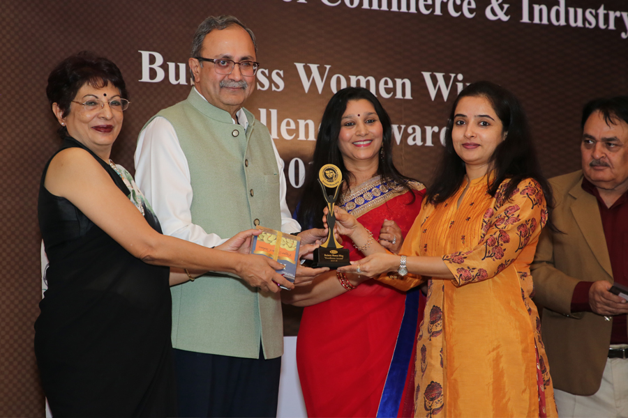 MS. GOPI TRIVEDI RECEIVES GCCI-BUSINESS WOMAN EXCELLENCE AWARD FROM SHRI SAURABH PATEL, HON'BLE MINISTER OF ENERGY, GOVERNMENT OF GUJARAT